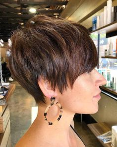 Latest Pixie and Bob Short Haircuts For Women 2019 - Short haircut has its elegant ways to style. The Pixie variant is one of the most elegant ways to style short hair. The cut is uncomplicated, dries qu. - We Have A Goo Short Hair Cuts For Women, Short Hairstyles For Women, Long Pixie Cuts, Simple Hairstyles, Short Hair Updo, Short Hair Styles, Short Undercut, Nice Short Haircuts, Girl Haircuts