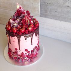 This special cake was baked for the lovely Christina, featuring some of her favourites! Six layers of lemon buttercake, filled with raspberry cream cheese, Turkish delight bits, freeze-dried raspberries & of course, a generous amount of chocolate (YEAH!). Happy 18th Birthday to you, @christinatsi_! ❤️