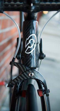 Worlds Lightest Bike Bicycle Garage, Bicycle Parts, Velo Design, Bicycle Design, Road Bikes, Cycling Bikes, Bike Craft, Titanium Bike, Bike Details