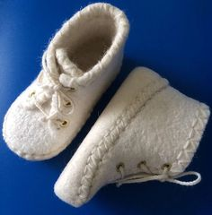 Sewing Patterns Clothes Baby Shoes Ideas Source by. Sewing Patterns Clothes Baby Shoes Ideas Source by carolynhuftball clothes Kleidung Doll Shoe Patterns, Baby Shoes Pattern, Clothing Patterns, Sewing Patterns, Baby Patterns, Ropa American Girl, Felt Baby Shoes, Felted Slippers, Baby Kind
