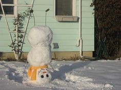I didn't work until 3 today so I decided my yard could use a snowman. but not one of those boring ones who just stand there, mines got charisma and talent, because lord knows its hard to do handstands.