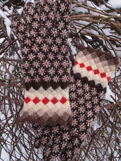 Hand Knitted Estonian Gloves with Snowflakes from by NordicMittens