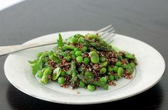 5 Healthy Asparagus Recipes - Quinoa with Asparagus, Fava Beans, and Green Peas Quinoa Pasta, Quinoa Dishes, Veggie Side Dishes, Side Dishes Easy, Vegetable Dishes, Food Dishes, Cooked Quinoa, Quinoa Salad, Main Dishes