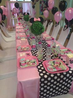 Minnie mouse birthday table set up Anniversaire Theme Minnie Mouse, Minnie Mouse 1st Birthday, Minnie Mouse Baby Shower, Minnie Mouse Theme, Mickey Y Minnie, Mickey Party, Mickey Cakes, Pink Minnie, Minnie Mouse Party Decorations