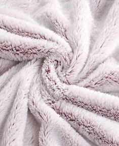Christmas ideas Frosted Tip Fluffy Oversized Throw, Super Soft and Cozy - Red How to buy Rugs Articl Red Blanket, Fuzzy Blanket, Oversized Throw Blanket, Heated Blanket, Fluffy Blankets, Comfy Blankets, Throw Blankets, Zelt Camping, Faux Fur Throw