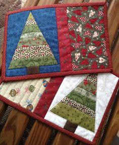 2 of 8 Mug Rugs completed this week! Christmas Mug Rugs, Christmas Placemats, Christmas Crafts, Small Quilts, Mini Quilts, Mug Rug Patterns, Quilt Patterns, Christmas Quilting Projects, Place Mats Quilted