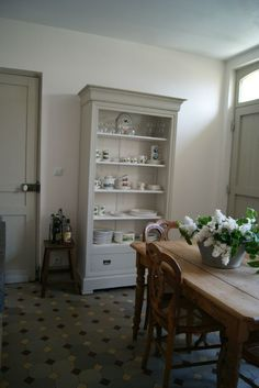 vaisselier Cupboards, Cabinets, Cabins And Cottages, Kitchen Interior, Decoration, Country Style, Bookcase, Tiles, Kitchens