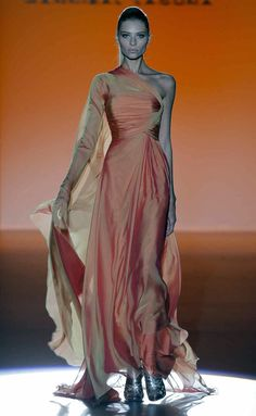 Hannibal Laguna - S/S (Madrid) Fashion Week, Look Fashion, Beautiful Gowns, Beautiful Outfits, Hannibal Laguna, Gala Dresses, Haute Couture Fashion, Dream Dress, Kaftan