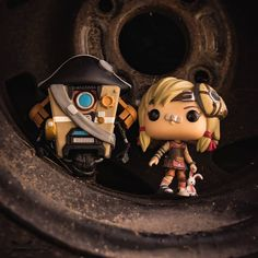 Claptrap Emperor a Tiny Tina z Borderlands. Fallout New Vegas, Fallout 3, Tiny Tina, Video Game Logic, Princess Mononoke, Gurren Lagann, Bioshock, Grand Theft Auto, Borderlands