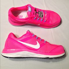 8.5 Nike sneakers shoes women •All offers are welcome •Brand new •Authentic •box is not included ****CHEAPER THROUGH ♏️**** Nike Shoes Athletic Shoes