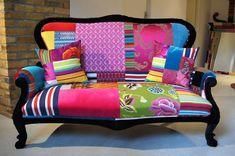 AZIENDE: SQUINT LIMITED Squint Limited è un'azienda inglese che produce pezzi unici e irripetibili di arredamento: divani, specchi, lampadari e cuscini. I tessuti e le fantasie vengono scelti…