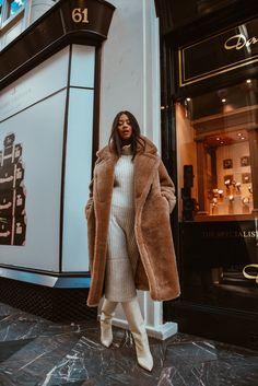 Black Teddy Bear Coat, Oversized Teddy Bear, White Teddy Bear, Stylish Winter Coats, Stylish Coat, Fur Gilet, How To Wear, Personal Style, Fall
