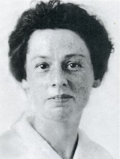 MARY DAVIS (Second class)  At the time of Titanic's voyage, Mary Davis was a young English woman who was sailing to New York in the hopes of finding work. She survived the sinking, and later married and had one child. Davis lived to be older than any other Titanic survivor, dying in 1987 in Syracuse, New York at the age of 104.