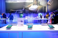 Elles n'attendent que vous… Les nouvelles #GalaxyTabS. #TurnUpTheColor #Samsung #Colorful #WaitForYou #New