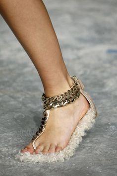 Обувь из новой коллекции Ggiambattista Valli