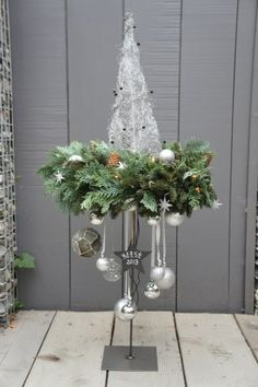 This is an interesting little Christmas tree.... This says: Zilveren punt