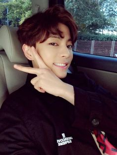 """@MADTOWN_CAMP: [#LeeGeon] Thanks to MADPEOPLE's support, we're coming back on #Naver #V-App!! December 5th (Saturday) at 6:30PM, please look forward to it~ Also, please listen to #OMGT~ """"trans: amy @ fy-madtown please take out with full credits """""""