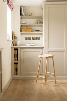 How to clean your kitchen credenza? Ikea Kitchen, Kitchen Interior, Kitchen Decor, Devol Kitchens, Home Kitchens, Farmhouse Style Kitchen, Country Kitchen, Greige, Shaker Kitchen