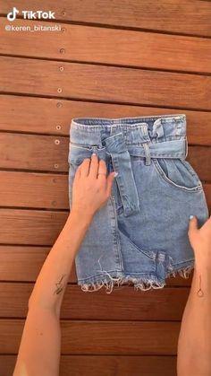 Diy Clothes Life Hacks, Clothing Hacks, How To Fold Shorts, Diy Fashion Hacks, Fashion Tips, Folding Jeans, Organisation Hacks, Everyday Hacks, Mode Outfits