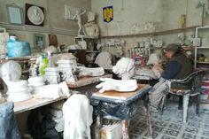 Maria Rădulescu în atelierul său care îi aparține din 1997