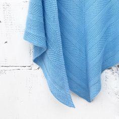 @chernika_vyazhet в Instagram: «В этом платке все сложилось идеально - и тоненькая ласковая пряжа, и такой приятный голубой цвет, и…»