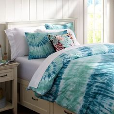 Tie-dye bedspread.... fun! - will also match blue ombre curtains found on previous pin