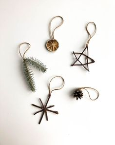 Nature Ornaments - Planted in the Woods Natural Ornaments - .- Nature Ornaments – Planted in the Woods Naturverzierungen – im Wald gepflanz… Nature Ornaments – Planted in the Woods Natural ornaments – planted in the forest - Noel Christmas, Simple Christmas, Winter Christmas, All Things Christmas, Christmas Crafts, Natural Christmas Decorations, Natural Christmas Ornaments, Diy Decorations For Home, Yule Decorations