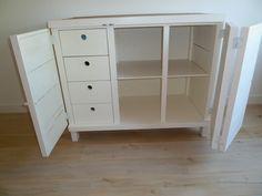 Steigerhouten commode in combinatie met wit hout, binnenkant, babykamer