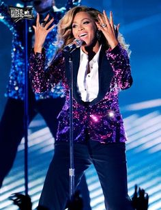 Beyonce performing Love on Top at the MTV Awards on 2011