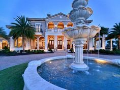Italian Mansion in Florida ! Italian Mansion, Italian Houses, Huge Mansions, Luxury Mansions, Big Houses, House Goals, Luxury Real Estate, Architecture, My Dream Home