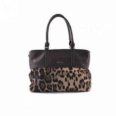 Bolso de hombro en nylon y polipiel con estampado de leopardo. €22.99
