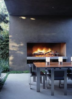 Outdoor fireplace and ding .very stylish modern Marmol Radziner Contemporary Outdoor Fireplaces, Outdoor Kitchen Design, Outdoor Rooms, Modern Outdoor, Outdoor Dining, Contemporary Outdoor, Modern Outdoor Fireplace, Outdoor Kitchen, Outdoor Dining Table