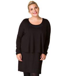 Dameskleding. Dameskleding Hét overzicht van alle winkels met grote maten dameskleding in Nederland. Het is voor vrouwen met een plus maat lang niet altijd even gemakkelijk om de juiste maat kleding te vinden tijdens het shoppen.