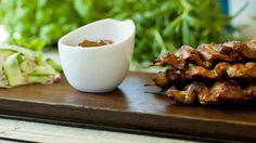 Satay med peanøttsaus og nudelsalat