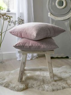 Indulgent, opulent, and ridiculously comfortable, our dusty pink velvet quilt is perfect when layered with natural linens and warm woollens to make your bed wonderfully cosy. Luxury Cushions, Pink Cushions, Living Room Decor Cozy, Cute Room Decor, Old Chairs, Modern Dining Chairs, Pink Chairs, Velvet Quilt, Make Your Bed