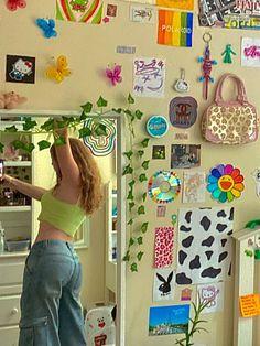 Indie Bedroom, Indie Room Decor, Cute Room Decor, Aesthetic Room Decor, Neon Bedroom, Room Ideas Bedroom, Bedroom Decor, Chambre Indie, Retro Room