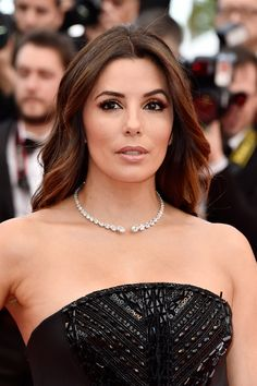 "Eva Longoria Photos - US actress Eva Longoria attends the ""Money Monster"" premiere during the annual Cannes Film Festival at the Palais des Festivals on May 2016 in Cannes, France. - 'Money Monster' - Red Carpet Arrivals - The Annual Cannes Film Festival Estilo Eva Longoria, Eva Longoria Hair, Eva Longoria Style, Growing Your Hair Out, Us Actress, Elegant Sophisticated, Palais Des Festivals, Hairstyle Look, Portraits"