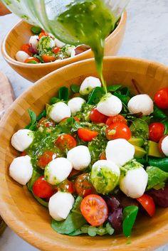 Pesto Soslu Mozzarella Salatası