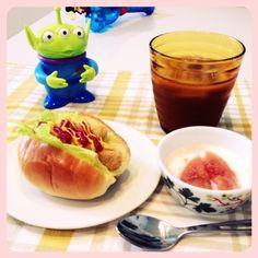 息子が昼寝中なので、リトルグリーンメンくんとお昼。 - 29件のもぐもぐ - 手づくり♡いちじくのコンポート入りヨーグルト、チキンナゲットサンドパン by Machida_DotLine
