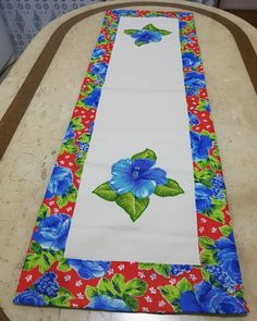Lace Table Runners, Quilted Table Runners, Mug Rug Patterns, Quilt Patterns, Crochet Hair Clips, Christmas Chair, Table Runner Pattern, Applique Designs, Sewing Crafts
