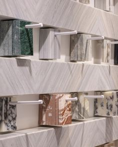 Showroom Interior Design, Tile Showroom, Retail Interior, Interior Architecture, Design Studio Office, Home Office, Booth Design, Commercial Design, Office Interiors