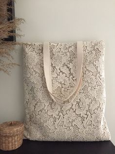 shabby SALE Handmade Shabby Chic Cotton Wedding Bag, Lace Bag, Lace Tote, Vintage Style, Ivory / Off Bodas Shabby Chic, Shabby Chic Style, Shabby Chic Decor, Rustic Chic, Vintage Stil, Style Vintage, Vintage Fashion, Sacs Tote Bags, Lace Bag
