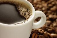 """""""Nossos resultados mostraram um possível benefício, mas, como com tantas outras coisas que nós consumimos, isso realmente depende da quantidade de café que você bebe"""", diz a autora do estudo, Elizabeth Mostofsky. Segundo ela, em comparação com ausência de consumo, a proteção mais forte foi entre pessoas que bebiam cerca de suas porções de 236 ml po..."""
