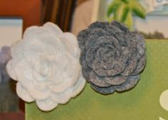 felt flowers tutorial Thanks things-i-should-make :) Cute Crafts, Creative Crafts, Felt Crafts, Crafts To Make, Fabric Crafts, Sewing Crafts, Diy Crafts, Felt Flowers, Diy Flowers