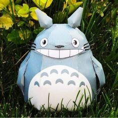 Totoro papercraft by Studio M.M http://www.paper-toy.fr/2012/12/10/totoro-papercraft-by-studio-m-m/ #papertoys #papercraft #paper #arts #toys #DIY #manga #Totoro