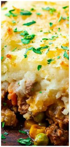 Best Classic Shepherd's Pie Recipe ~ The Best Classic Shepherd's Pie. The Best Classic Shepherd's Pie - AKA Shepards Pie or Cottage Pie. Ground Beef (or lamb) with vegetables in a rich gravy, topped with cheesy mashed potatoes and baked. Casserole Recipes, Meat Recipes, Gourmet Recipes, Dinner Recipes, Cooking Recipes, Shrimp Recipes, Hamburger Pie Recipes, Fun Recipes, Meatloaf Recipes