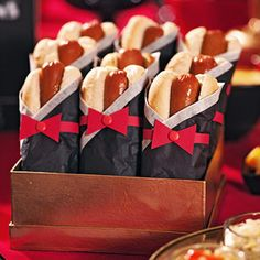 Hot dogs turn fabulous when garbed in formal attire. Wrap wieners in black and white tissue papers and accessorize with red card-stock bow ties held together with red brads essen wiener How to Make Holly-Weenie Tuxedos Oscar Party, Sweet 16 Birthday, 16th Birthday, Red Birthday Party, Kino Party, Hollywood Birthday Parties, Hollywood Theme Party Food, Movie Night Party, Movie Nights