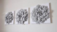 TRES  pared de la flor  Dalias gris sobre lienzos por bedbuggs