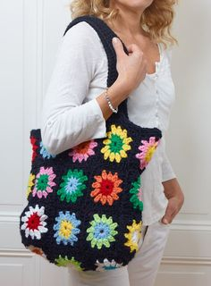 Sanna & Sania: Virka väskan Crochet Handbags, Crochet Purses, Crochet Baby, Knit Crochet, Hello Kitty Crochet, Knitting Patterns, Crochet Patterns, Granny Square Bag, Crochet Slippers