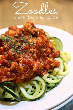 Healthy Recipes: Zoodles with a Healthy Turkey Meat Sauce - This is super healthy and even my kids love it! Make it by using a jarred sauce that doesn't have sugar. Healthy Recipes Healthy Recipes: Zoodles with a Healthy Turkey Meat Sauce Zoodle Recipes, Spiralizer Recipes, Paleo Recipes, Cooking Recipes, Cooking Bacon, Easy Recipes, Dinner Recipes, Cooking Rice, Juice Recipes